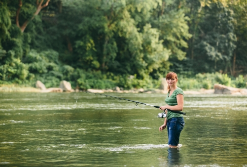 OUTDOORS-lady fishing in river in HF